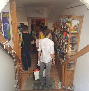 12 Uhr - Unser Shop füllt sich