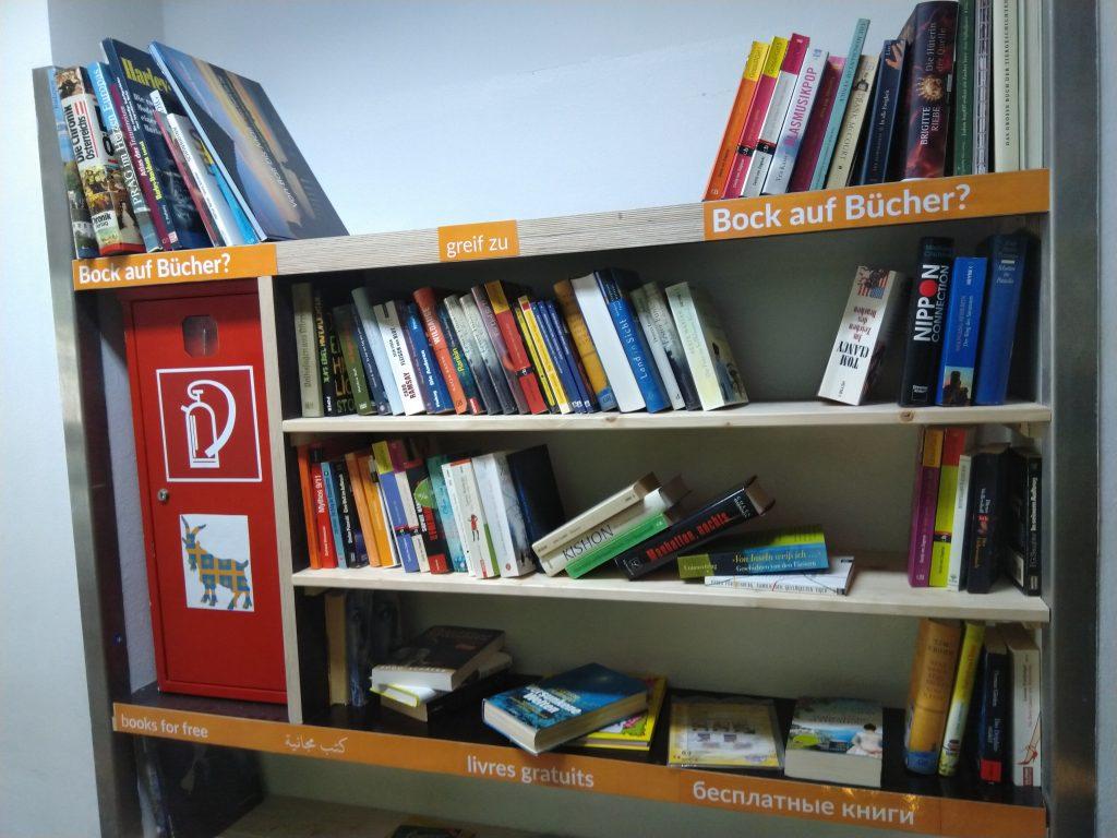 Bei Ute Bock im 10. Bezirk gibt es jetzt ganz neu auch einen offenen Bücherschrank!